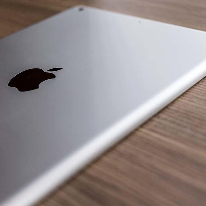 apple-ipad-on-wood-desk